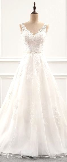 White bride dresses. All brides dream about finding the most suitable wedding ceremony, but for this they require the most perfect bridal wear, with the bridesmaid's outfits complimenting the brides-to-be dress. These are a variety of tips on wedding dresses.