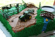 John Deere/farm Cake John Deere Farm Cake, Marbled Cake decorated with Buttercream Tractor Birthday Cakes, Farm Birthday, Tractor Cupcakes, Birthday Ideas, Construction Party Cakes, Farm Cake, Horse Cake, Farm Party, Snacks Für Party