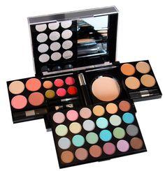 Quelle couleur de maquillage choisir ? Optez pour une palette complète, pas de risque de se tromper !