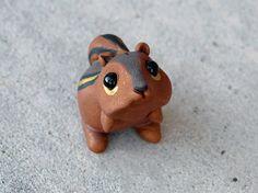 Figura animal de arcilla de polímero de pequeña ardilla-hecho a mano en miniatura