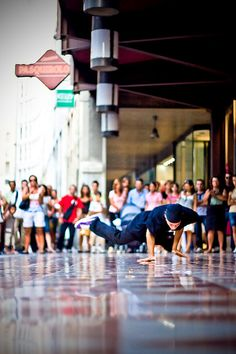 breakdancing bboy- awesome picture :)