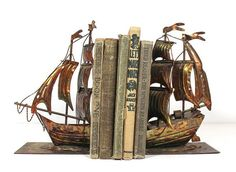 Pirate ship bookends - Diy And Home Deco Pirate, Pirate Decor, Pirate Theme, Pirate Crafts, Pirate Birthday, Peter Pan Bedroom, Pirate Bedroom, Pirates Of The Caribbean, Book Nooks
