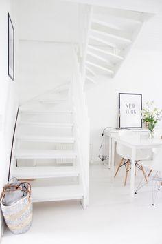   Summer home   White interior   Hard wood floor   Modern home   Vitra   Eames Desenio  