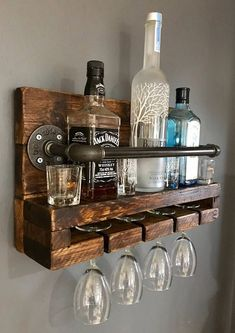 Unique diy pallet wine rack ideas all decoratoo домашний бар Wine Rack Wall, Wood Wine Racks, Wine Rack Shelf, Corner Wine Rack, Hanging Wine Rack, Wine Rack Storage, Hanging Bar, Diy Pallet Projects, Wood Projects