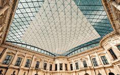 German Historical Museum, Berlin, Germany L'ampliamento e ristrutturazione del museo durato quattro anni ha visto l'integrazione di una favolosa scala a chiocciola con rivestimento vetrato che fa da contrasto allo stile neo classico dell'edificio storico.