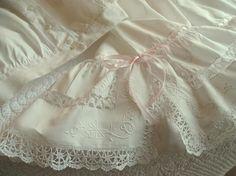 5a5eb93e21f3 Superbe ensemble culotte panty et corset en batiste, dentelle aux fuseaux  1910