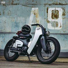 いいね!11.1千件、コメント125件 ― Bike EXIFさん(@bikeexif)のInstagramアカウント: 「This killer custom Honda Super Cub was built by @eakkspeed, to celebrate the 2018 model's launch in…」