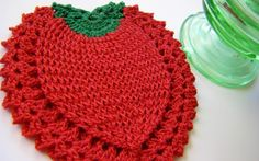 Cute strawberry coaster.  Sew Ritzy Titzy - great crochet blog.