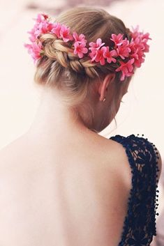 Are you looking for some braided hairstyles for short hair that are easy to do? We have picked the cutest and trendiest looks for you. Modern Bob Hairstyles, Pretty Braided Hairstyles, Trending Hairstyles, Hairstyles Haircuts, Braid Hairstyles, Short Hair Ponytail, Short Wavy Hair, Braids For Short Hair, Medium Hair Styles