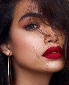 eyeliner red lips make up / eyeliner red lips ; eyeliner red lips make up ; Red Lips Makeup Look, Red Lipstick Makeup, Makeup For Brown Eyes, Makeup Looks, Face Makeup, Red Lipstick Looks, Sfx Makeup, Glitter Makeup, Best Lipstick Brand