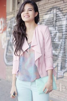 Omg I love the floral pastel colours! <3 This is just so cute!