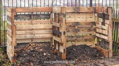 A two bin system allows for piling kitchen and yard waste on one side to decompose and storing the finished compost on the other side Pallet Decking, Pallet Shed, Pallets Garden, Pallet Planters, Pallet Fence, Outdoor Pallet, Recycled Pallets, Wood Pallets, Making A Compost Bin