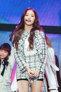 181128 '2018 Asia Artist Awards' stage #izone #wonyoung