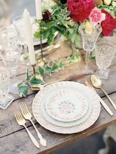 Rustic glam tablescape: http://www.stylemepretty.com/2014/10/09/secret-garden-wedding-inspiration/ | Photography: Carolly Fine Art Photography - http://www.carollyphoto.com/