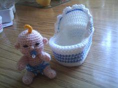 Zwaantje Creatief: Gratis patroon van mijn wiegje, haken, gratis patroon, baby, kraamcadeau, crochet, free pattern (Dutch), baby and crib, amigurumi