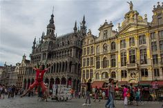 Si sólo tienes dos o tres días para ver Bruselas, te damos nuestras recomendaciones sobre qué ver en la ciudad. Las visitas imprescindibles y alguna un poco más diferente… Ah, y también te damos algún consejo práctico para hacer turismo en Bruselas. Visitas imprescindible en Bruselas: qué visitar en Bruselas
