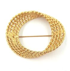 VTG 80s Monet Pin Brooch Gold Tone Twisted Rope Signed #Monet 80s Jewelry, Antique Jewelry, Jewelry Watches, Vintage Brooches, Monet, Brooch Pin, Vintage Antiques, Bracelets, Gold