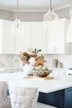 You won't believe the 'before' of this magazine-worthy blue and white kitchen! Waxhaw, NC based Interior Designer Sara Lynn Brennan turned 'builder basic' into 'Showhouse Showcase' Transitional Living Rooms, Transitional Kitchen, Transitional Decor, Kitchen Cabinet Colors, Kitchen Layout, Gold Kitchen, Kitchen Decor, Kitchen Ideas, Interior Design Kitchen