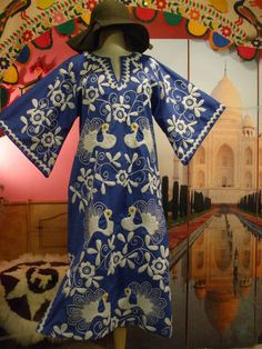VTG 70s HIPPIE BOHO ETHNIC EMBROIDERED MEXICAN PEACOCK ANGEL CAFTAN HIPPY DRESS