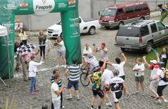 JASC 2013 – Ovacionado, Pinguim vence e Blumenau leva o ciclismo  Blumenau - A vitória de Marcelo Moser, o Pinguim, de Blumenau, na última prova do ciclismo dos Jogos Abertos de Santa Catarina (Jasc), neste sábado (30) lembrou a vitória de Airton Senna no Grande Prêmio do Brasil, em 1993.