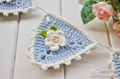 Weaving Arts in Crochet: Clothesline Cute to decorate your home! Crochet Bunting Pattern, Crochet Garland, Crochet Decoration, Crochet Borders, Crochet Motif, Crochet Yarn, Crochet Patterns, Modern Crochet, Crochet Home