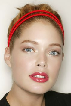 Beautiful makeup - glowing skin, subtle eyes and rosy, glossy lips on Doutzen Kroes.