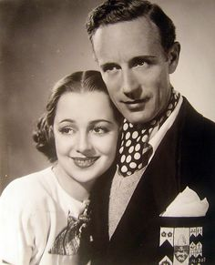 Olivia de Havilland and Leslie Howard