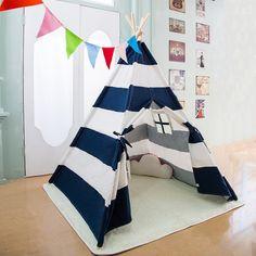 Märchenhaftes Spielzelt für das Kinderzimmer einer kleinen ...