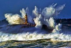 Powerful shock waves in lighthouses