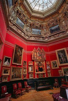 Château de Chantilly is noted for the Duc de Condé's remarkable art collection