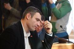 Мэр Киева признал, что от выбора украинцев ничего не зависит.        Слава остроума и краснобая давно превзошла боксерскую славу Виталия Кличко, и уж тем более давно превзошла его скромные государственные и политические заслуги. Киевский мэр по настоящему знамени