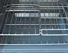 How to Clean Oven Racks naturally. The vinegar and baking soda together really help to loosen and soften the baked on grime on your oven racks, making cleaning much easier and chemical free. Deep Cleaning Tips, House Cleaning Tips, Cleaning Solutions, Spring Cleaning, Cleaning Products, Cleaning Items, Cleaning Supplies, Cleaning Oven Racks, Toilet Cleaning
