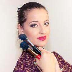 Di nome - Catherina Make-up Artist, di mestiere - Truccatrice. Sono molto appassionata di mio lavoro. Piace creare ,disegnare, mettere in rilievo la bellezza...