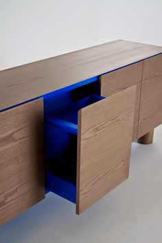 Furniture Design ColŽé collezione 2011 Ottoman Box by Aksu/Suardi Cabinet Furniture, Wood Furniture, Modern Furniture, Italian Furniture Design, Furniture Dolly, Bespoke Furniture, Joinery Details, Muebles Living, Interior Architecture