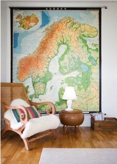 Vintage Schhol Pull Down Wall Maps Give Your Home a Cool Decorating Vibe #map #vintage #decor