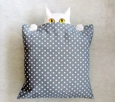 Wonderful Mesmerizing Sewing Ideas for All. Awe Inspiring Wonderful Mesmerizing Sewing Ideas for All. Sewing Pillows, Diy Pillows, Decorative Pillows, Cushions, Throw Pillows, Fabric Crafts, Sewing Crafts, Sewing Projects, Cat Crafts