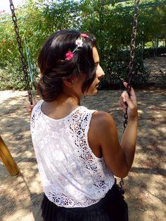 Peinado romantico Lace, Women, Fashion, Romantic Hairstyles, Moda, Fashion Styles, Racing, Fashion Illustrations, Woman