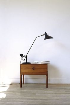 black metal table lamp, grey wood floor