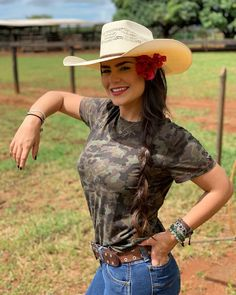 Hot Country Girls, Cute N Country, Country Women, Country Life, Country Music, Country Girl Tattoos, Country Girl Quotes, Girl Sayings, Cowboy Girl