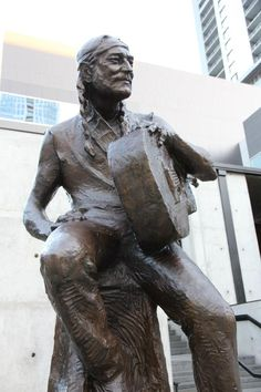 Willie statue unveiled 4:20 on 4/20/12 in ATX: Sculptor Clete Shields, Photographer Todd V Wolfson.