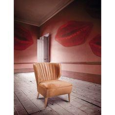 Lipstick Armchair (1,660 pounds)