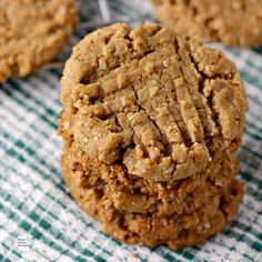 Delicious, flourless, vegan peanut butter cookies that are easy to make and come out soft and tender. Best Peanut Butter Brand, Peanut Butter Brands, Vegan Peanut Butter Cookies, Oat Cookies, Cookies Vegan, Oat Cookie Recipe, Cookie Recipes, Dessert Recipes, Cookie Ideas