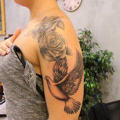 Healed #roses #flower #tattoos from last year and #dove #bird now. Geçen seneden iyileşmiş #gül #dövme leri ve şimdi yapılan #güvercin #kuş - http://www.marmarisink.com/healed-roses-flower-tattoos-from-last-year-and-dove-bird-now-gecen-seneden-iyilesmis-gul-dovme-leri-ve-simdi-yapilan-guvercin-kus/