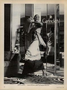 Stephen Burrows for Garfinckel's 1974 US Vogue February 1974 Model Naomi Sims Vintage Gowns, Vintage Ads, African American Models, Black Fashion Designers, Princess Elizabeth, Retro Ads, Model Photographers, Sims, Vintage Fashion