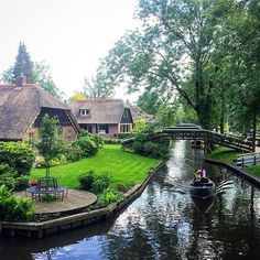 Never been somewhere so picturesque, the simple life. #Netherlands #thenetherlands #Holland #tripadvisor #travel #travelgram #instatravel #backpacker #backpacking #solotravel #bucketlist #simple #simplelife #noroads #boatsonly