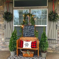 Are you searching for images for farmhouse christmas decor? Check out the post right here for cool farmhouse christmas decor pictures. This particular farmhouse christmas decor ideas seems completely amazing. Farmhouse Christmas Decor, Outdoor Christmas, Country Christmas, Christmas Home, Christmas Lights, Christmas Porch Decorations, Simple Christmas, Christmas Front Porches, Winter Decorations