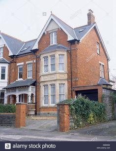 large-red-brick-victorian-semi-detached-townhouse-E89K8W.jpg (1071×1390)