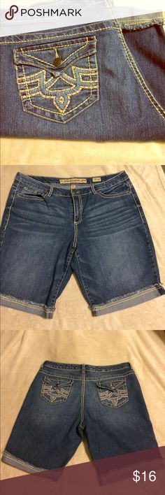 Nine West Vintage America Bermuda Jean shorts Nine West size 16 Bermuda length Jean shorts Nine West Shorts Jean Shorts