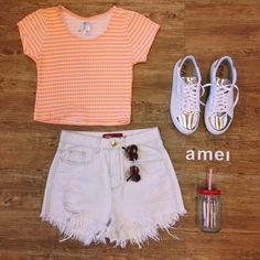 No brilho de um dia de verão☀️ #etiquetaamei #Cropped #shorts #hotpant #tênis #branco #dourado #muitoamor #moda #verão