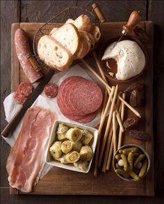 #HLo-Tips: Tabla de quesos y carnes frías como botana de reunión o convite pequeño queda para cualquier temática!